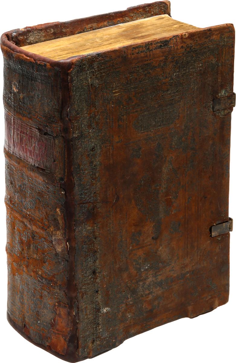 Редкость! Псалтырь с восследованиемART-2290500Редкость! Москва, 1640 год. Издатель не указан. Старинный кожаный переплет с двумя застежками. Бинтовой корешок. Сохранность хорошая. Застежки и корешок книги восстановлены. Очень редкое старопечатное издание первой половины XVII века. Псалтирь с восследованием (или последованием), кроме собственно Псалтири, содержит три приложения. Это, прежде всего, Часослов, в котором заключаются полунощницы вседневная, субботняя, недельная, утреня, часы с междочасиями, с чином изобразительных и чином возвышения панагии, вечерня с чином благословения трапезы, повечерия великое и малое. Здесь нет, как в Часослове великом, последований часов в навечерие Рождества Христова, Богоявления и часов Великого пятка. Псалтирь с восследованием содержит также избранные из всех богослужебных книг тропари и кондаки: тропари и кондаки Миней месячных, которые печатаются в Псалтири в Месяцеслове; тропари Триодей постной и цветной, начиная с Недели о мытаре и фарисее до...