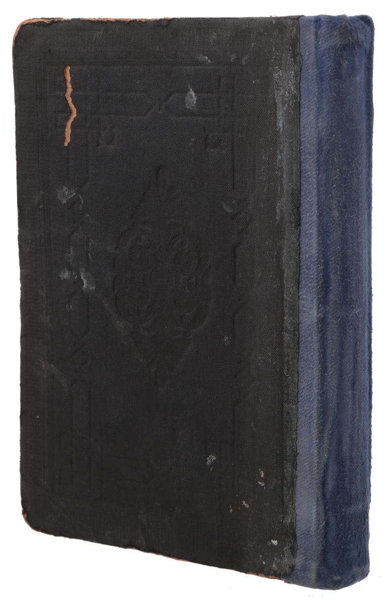 Махзор. Круг праздничных молитв. Часть Iпк2м20_серыйВильна, 1907 год. Типография Розенкранца и Шрифтзетцера. Владельческий переплет. Сохранность хорошая. Махзор - это книга, содержащая собрание праздничных молитв и славословий всего года, молитвенник на праздники. Слово махзор означает цикл - это название восходит к знаменитому молитвеннику XII века, содержащему полный годичный цикл молитв. Обычно Махзор содержит молитвы на праздники Рош ха-Шана и Йом Киппур (в отличие от сиддура, в котором как правило собраны повседневные молитвы). Распространение получили также махзоры с молитвами на Песах, Шавуот и Суккот. Не подлежит вывозу за пределы Российской Федерации.