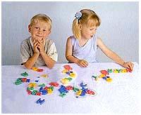 Флексика Мягкая мозаика для сложения фраз Русский алфавит45341Мозаики и конструкторы серии Флексика развивают у ребенка память, воображение, моторику, пространственное и логическое мышление. Обучение происходит прямо во время игры. Мозаики и конструкторы серии Флексика выполнены из мягкого, прочного, нетоксичного, абсолютно безопасного материала. Протестированы в лабораториях, имеют сертификаты качества. УВАЖАЕМЫЕ КЛИЕНТЫ! Обращаем ваше внимание на возможные изменения в дизайне, связанные с ассортиментом продукции: цвет изделия или отдельных деталей может отличаться от представленного на изображении. Поставка осуществляется в зависимости от наличия на складе.