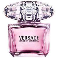 Versace Bright Crystal. Туалетная вода, 90 мл510032Versace представляет аромат Bright Crystal, явление редкой красоты с оттенками свежих, вибрирующих, цветочных нот. Всепоглощающая страсть, кристальная прозрачность, яркое великолепие. Манящий и роскошный аромат для женщины Versace, сильной и уверенной, и в то же время очень женственной и чувственной, и всегда эффектной. Верхняя нота: Гранат, Юзу, Ледяной аккорд. Средняя нота: Магнолия, Пион, Лотос. Шлейф: Красное дерево, Мускус, Амбра. Цветочный фруктовый мускусный. Это композиция редкой красоты с оттенками вибрирующих, изысканных цветочных нот. Манящий и роскошный аромат для женщины Versace, сильной и уверенной, и в то же время очень женственной и чувственной, и всегда эффектной.