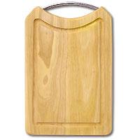 Доска разделочная из бамбука. 31,5 x 20 x 2 см28AR-1001Прямоугольная разделочная доска из бамбука с металлической ручкой обладает рядом преимуществ, которые можно оценить уже при первом использовании. Изготовленная из бамбука, доска отличается долговечностью, большой прочностью и высокой плотностью, легко моется, не впитывает запахи и обладает водоотталкивающими свойствами, при длительном использовании не деформируется. Разделочная доска из бамбука выполнена на высоком уровне, она удовлетворит все запросы самой требовательной хозяйки! Рекомендации: очищать сразу после использования; просушивать после мытья; не использовать при высокой температуре.