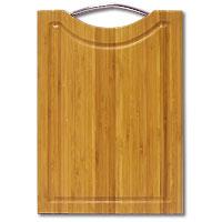 Доска разделочная Amadeus из бамбука 24 х 35 х 1,5 см 28AR-200928AR-2009Прямоугольная разделочная доска из бамбука с металлической ручкой обладает рядом преимуществ, которые можно оценить уже при первом использовании. Изготовленная из бамбука, доска отличается долговечностью, большой прочностью и высокой плотностью, легко моется, не впитывает запахи и обладает водоотталкивающими свойствами, при длительном использовании не деформируется. Разделочная доска из бамбука выполнена на высоком уровне, она удовлетворит все запросы самой требовательной хозяйки! Рекомендации: очищать сразу после использования; просушивать после мытья; не использовать при высокой температуре.