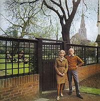 Ремастированное издание, содержит буклет с фотографиями и дополнительной информацией на английском языке.