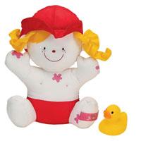 Ks Kids Мягкая кукла Julia для купанияKA419Кукла Julia для купания - это мягконабивная игрушка, которая развивает у малыша моторику, восприятие, логическое и эстетическое познания, эмоциональность, коммуникабельность и самооценку. Малышу понравится самому купать куклу, ведь она не тонет в воде, а розовые пятнышки исчезают при намокании и кукла становиться чистой. Милый жёлтый утёнок составит им компанию в весёлом купании - он забавно пищит, если его сдавить, а набрав в него воду, можно побрызгаться.