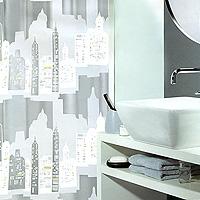 Штора Skyline silver, 180 х 200 см1011572Штора для ванной комнаты Skyline silver с изображением города изготовлена из пластика. В верхней кромке шторы сделаны отверстия для колец. Штору можно стирать только руками. Шторы от компании Spirella отличает яркий, красочный дизайн рисунков и высокое качество (гарантия на изделие 3 года). Сделайте вашу ванную комнату еще красивее! Характеристики: Материал: пластик. Размер шторы: 180 см х 200 см. Производитель: Швейцария. Артикул: 1011572.