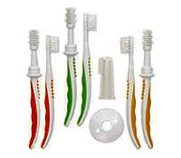 Набор зубных щеток, цвет: розовый19402Прививает малышу навыки соблюдения гигиены. В наборе три зубные щетки, используемые в возрасте от 4 месяцев до 1 года, щетка-массажер, применяемая с рождения и надеваемая взрослым на палец. Съемный диск безопасности предотвращает глубокое проникновение щетки в полость рта ребенка. В набор входят: щетка для массажа десен при прорезывании зубов (4-9 мес.), щетка для чистки зубов и массажа десен (8-12 мес.), щетка для чистки зубов и массажа десен (от 12 мес).