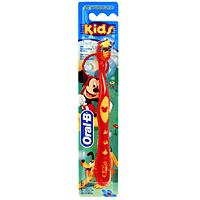 Детская зубная щетка Oral-B Kids, мягкаяKID-13244865Зубная щетка Oral-B Kids специально создана для детей. Голубые щетинки Indicator обесцвечиваются наполовину, напоминая о необходимости замены щетки. Мягкая закругленная щетина не травмирует детские зубы и десны. Эргономичная рукоятка обеспечивает больше удобства в процессе чистки зубов, для маленькой руки ребенка. Благодаря стабилизатору ручки щетка устойчива на поверхности. Длинные щетинки Power Tip разработаны для очищения труднодоступных задних зубов. Характеристики: Длина щетки: 16,5 см. Жесткость: мягкая. Артикул: 2002107. Изготовитель: Китай. Товар сертифицирован. Уважаемые клиенты! Обращаем ваше внимание на возможные варьирования в цветовом дизайне товара. Поставка осуществляется в зависимости от наличия на складе.