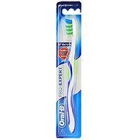 Зубная щетка Oral-B Expert, средняя жесткость610070_зеленый/желтыйЗубная щетка Oral-B Expert эффективно удаляет налет, даже в промежутках между зубами. Перекрещивающиеся пучки щетинок CrissCross, расположенные под углом друг к другу в противоположных направлениях, глубоко проникают между зубами и подметающими и сметающими движениями великолепно удаляют налет. Силовой выступ Power Tip с более длинными щетинками, эффективно очищает область за и между коренными зубами. Голубые щетинки Indicator обесцвечиваются наполовину, напоминая о необходимости замены щетки. Эргономичная рукоятка обеспечивает больше удобства и маневренности. Характеристики: Длина щетки: 19,5 см. Жесткость: средняя. Артикул: 2013133. Изготовитель: Ирландия. Товар сертифицирован.