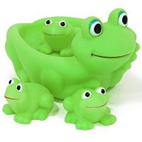 Набор для ванной Семейка лягушек25074Набор для ванной Семейка лягушек, изготовленный из прочного безопасного материала, состоит из большой лягушки и трех маленьких лягушат. Лягушата удобно располагаются на спине большой лягушки, которую можно использовать и как оригинальную детскую мыльницу. Игрушки порадуют малыша и превратят купание в удовольствие, а игра с ними поможет развить мелкую моторику рук, воображение и концентрацию внимания.
