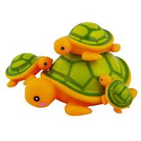 Набор для ванной Семейка черепашек25071Набор для ванной Семейка черепашек, изготовленный из прочного безопасного материала, состоит из большой черепахи-пищалки и трех маленьких черепашат. Игрушки порадуют малыша и превратят купание в удовольствие, а игра с ними поможет развить мелкую моторику рук, воображение и концентрацию внимания.