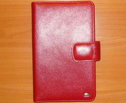 Футляр для визиток PETEK Натуральная кожа. Цвет красный. Артикул 1083HS109Визитница на 120 визитных карт. Фирма PETEK была основана в 1855 году в Македонии, в городе Велес. Товары, выпускаемые под маркой PETEK, всегда отличаются высоким качеством. Все изделия выполнены из качественной кожи. Вы сможете найти все что Вам может понадобиться: начиная от футляра для ключей и портмоне, до сумок, портфелей и ремней. Аксессуары марки PETEK - качество и традиции, проверенные временем.
