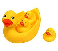 Игрушка для ванной Уточка с утятами25072Игрушка для ванной Уточка с утятами порадует вашего малыша и превратит купание в удовольствие. Игрушка развивает слух, мелкую моторику, воображение, цветовое и тактильное восприятие. Игрушку рекомендуется мыть горячей водой с мылом, тщательно ополаскивая.
