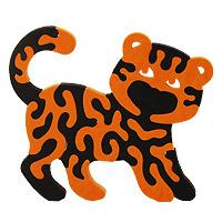 Мягкая мозаика Тигренок45551Мягкая мозаика Тигренок состоит из элементов оранжевого и черного цветов, которые в собранном виде составляют изображения забавного тигренка. Мозаика выполнена из современного, легкого, эластичного, прочного материала, который обеспечивает большую долговечность и является абсолютно безопасным для детей. Благодаря особой структуре материала и свойству прилипать к мокрой поверхности, мозаика является идеальной игрушкой для ванны и сделает процесс купания приятной забавой для ребенка. УВАЖАЕМЫЕ КЛИЕНТЫ! Обращаем ваше внимание на возможные изменения в дизайне, связанные с ассортиментом продукции: цвет изделия или отдельных деталей может отличаться от представленного на изображении. Поставка осуществляется в зависимости от наличия на складе.