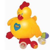 Игрушка Курица-несушкаKA304Игрушка Курица-несушка по-настоящему кудахтает и умеет откладывать яйца (4 разноцветных и гремящих яйца в комплекте), она легко перемещается за счет маленьких колесиков на дне. Голова и туловище курочки из пластика, а лапки, хохолок и крылышки из мягкой ткани, причем в хохолке расположена хрустящая прослойка, а в крылышках - гранулы. Стоит только нажать на кнопочку в виде сердечка, которая расположена на животе курочки, она начинает кудахтать, и звучит веселая мелодия. Разные материалы игрушки способствуют развитию тактильных ощущений у малышей, происходит знакомство с формой и размером предметов. Игрушка развивает у ребенка координацию движений, моторику рук, слух, логику и цветовое восприятие.