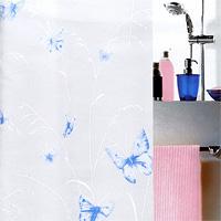 Штора Butterfly taubenblau, 180х2001028191Штора для ванной комнаты Butterfly taubenblau с изображением бабочек изготовлена из полиэтиленвинилацетата. В верхней кромке шторы сделаны отверстия для колец. Штору можно стирать только руками. Шторы от компании Spirella отличает яркий, красочный дизайн рисунков и высокое качество (гарантия на изделие 3 года). Сделайте Вашу ванную комнату еще красивее! Характеристики: Материал: пластик. Размер шторы: 180 см х 200 см. Цвет рисунка: голубой. Производитель: Швейцария. Артикул: 1028191.