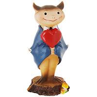 Декоративная фигурка Денди. 1713917139Декоративная фигурка, выполненная в виде летучей мыши с сердцем в руках, отлично подойдет для декорации вашего дома, кроме того - это отличный вариант подарка для вашей второй половинки. Фигурка выполнена из пластика и, благодаря яркой расцветке, порадует каждого. Украшения всегда несут в себе волшебство и красоту праздника. Создайте в своем доме атмосферу тепла, веселья и радости, украшая его всей семьей. Характеристики: Материал: пластик. Размер: 14,5 см х 6 с х 4,5 см. Изготовитель: Китай. Артикул: 17139.