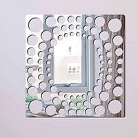 Декоративное зеркало Paristic Игра в БисерПР01017Добавьте оригинальность вашему интерьеру с помощью необычного фигурного зеркала. Необыкновенный всплеск эмоций в дизайнерском решении создаст утонченную и изысканную атмосферу не только спальни, гостиной или детской комнаты, но и даже офиса. Зеркало выполнено из гибкого органического стекла - более легкого и прочного материала по сравнению с обычным стеклом. Такое зеркало более устойчиво к повреждениям и обеспечивает максимальный визуальный эффект. Сегодня фигурные зеркала пользуются большой популярностью среди декораторов по всему миру, а на российском рынке товаров для декорирования интерьеров - являются новинкой. Замысловатые узоры и самые обычные фигуры - в зеркальном воплощении создают непредсказуемые отражающие эффекты. В коллекции Paristic - авторские работы от урбанистических зарисовок и узнаваемых парижских мотивов до природных и графических объектов. Идеи французских дизайнеров украсят любой интерьер. Paristic - это простой и оригинальный...