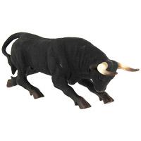 Фигурка декоративная Испанский бык88300bОригинальная фигурка не оставит равнодушным ни ребенка, ни взрослого и вызовет улыбку у каждого, кто ее увидит. Фигурка является точной миниатюрной копией испанского быка. Испанский (боевой) бык представляет собой уникальное животное по целому ряду своих характеристик и реакций и по своему поведению. Это животное, которое атакует без необходимости делать это ради пропитания, оно обладает вспыльчивым нравом, даже если его не провоцируют и ничем ему не угрожают. Боевые быки все делают открыто, нападают в лоб, им свойственен боевой порыв, они никогда не отказываются от сражения. Бои быков в Испании существовали до начала XIX века, есть достоверные сведения о схватках боевых быков с бенгальскими тиграми, в каждой из которых победителем оказывался бык. Декоративная фигурка станет отличным сувениром, а изысканность и качество исполнения представят его в самом выигрышном свете.