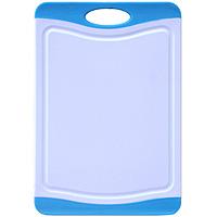 Доска разделочная Atlantis Microban 20x14см, цвет: голубой F-B-BF-B-BКухонная доска от Atlantis прямоугольной формы с контрастными синими вставками, выполненная из пластика, обладает целым рядом преимуществ, а именно: удобная ручка не скользит по поверхности стола можно использовать обе стороны доски непористая поверхность можно мыть в посудомоечной машине не впитывает запах продуктов ножи не затупляются при использовании. Доска обработана специальным покрытием Microban. Покрытие Microban - самое надежное в мире средство для защиты от бактерий, грибков, плесени и запахов. Действует постоянно, даже после мытья, обеспечивая большую защиту доски. Антибактериальная защита работает на протяжении всего срока службы разделочной доски.