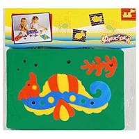 Мягкая мозаика Морской конек45550Мягкая мозаика выполнена в виде морского конька с коралловой веткой. Мозаика изготовлена из мягкого, прочного материала, благодаря его особой структуре и свойству прилипать к мокрой поверхности, такая мозаика является идеальной игрушкой для ванны. Мягкая мозаика развивает у ребенка память, воображение, моторику, пространственное и логическое мышление. Обучение происходит прямо во время игры!