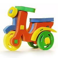Бомик Мягкий конструктор Мотороллер360Мягкий объемный конструктор Мотороллер привлечет внимание малыша и не позволит ему скучать. Элементы конструктора выполнены из мягкого, эластичного, прочного материала, который обеспечивает большую долговечность и является абсолютно безопасным для детей. Мягкий конструктор разовьет у ребенка память, воображение, моторику, пространственное и логическое мышление. Порадуйте его таким замечательным подарком!