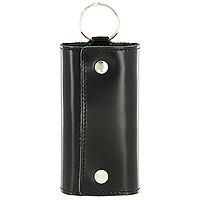 Ключница Befler Classic, цвет: черный. KL.3.-1KL.3.-1.blackКомпактная ключница Befler Classic - стильная вещь для хранения ключей. Ключница, закрывающаяся на две кнопки, выполнена из натуральной кожи высокого качества. Внутри ключницы расположены шесть металлических карабинов для ключей и дополнительное наружное кольцо для крепления.