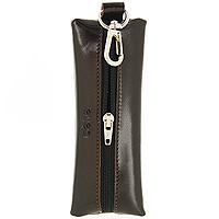 Ключница Befler, цвет: коричневый. KL.8.-1KL.8.-1.brownКомпактная ключница Befler коричневого цвета - стильная вещь для хранения ключей. Ключница, закрывающаяся на застежку-молнию, выполнена из натуральной кожи высокого качества с естественной лицевой поверхностью. Внутри ключницы расположено металлическое кольцо для ключей и дополнительный наружный карабин для крепления.
