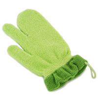 PIGEON Рукавичка для купания малыша10234Удобная форма рукавички Pigeon позволяет промывать складочки на коже малыша и облегчает мытье мелких участков. Мягкий материал не натирает кожу, а широкая манжета позволяет легко одевать и снимать рукавичку. В состав входит натуральный материал, сделанный из природных волокон и хитозана, обеспечивающий бережное отношение к коже. У рукавички универсальный размер, который подходит для рук мамы и папы.