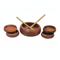 Набор Oriental way для салата, 7 предметов 9/6399/639Набор Oriental way для салата изготовлен из высококачественных древесины акации. Набор состоит из одной большой тарелки, четырех средних тарелок, большой ложки-лопатки и ложки с отверстием. Такой набор для салата будет отлично смотреться на вашей кухне. Характеристики: Материал: дерево. Диаметр большой тарелки: 23 см. Высота большой тарелки: 8 см. Диаметр средней тарелки: 14 см. Высота средней тарелки: 5 см. Длина ложки-лопатки и лопатки с отверстием: 30,5 см. Размер упаковки: 26,5 см х 26,5 см х 18 см. Производитель: Тайланд. Артикул: 9/639. Торговая марка Oriental way известна на рынке с 1996 года. Эта марка объединяет товары для кухни, изготовленные из дерева и других материалов. Все товары марки Oriental way являются безопасными для здоровья, экологичными, прочными и долговечными в использовании.