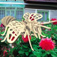 Сборная деревянная модель Пчела. Е018Е018Сборная деревянная модель Пчела позволит Вам и Вашему ребенку собрать объемную деревянную скульптуру в виде пчелы. Модель для сборки развивает мелкую моторику, ителлектуальные способности, воображение и конструктивное мышление, тренирует терпение и усидчивость.