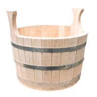 Шайка сборная двуручная(липа) 10лБ1051Шайка для бани и сауны, объемом 10 л, предназначена для хранения воды, приготовления настоев из трав и ароматических масел. Которые используются для создания определенного микро-климата в парилке, для образования пара в бане (сауне). Для этого воду из шайки при помощи специального черпака (ковша) поливают на камни банной печи. Шайка для бани и сауны изготовлена из отборной липы, с использованием обручей из нержавеющей стали - по традиционной бондарной технологии без применения лаков и клея.