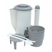 Чайник Koto, автомобильный, цвет: белый, серый, 0,7 л, 12ВLT031001Автомобильный чайник Koto работает от гнезда прикуривателя (12 В). Чайник оборудован удобной рукояткой и дополнительной металлической скобой для закрепления на боковой двери автомобиля. В комплект входят: 2 чашки, подставка, сито, вилка и ложка. Характеристики: Материал: пластик, металл. Высота чайника: 18,5 см. Диаметр основания чайника: 10 см. Размер чашки: 6 см х 8 см х 8 см. Длина шнура: 152 см. Напряжение: 12В. Мощность: 100 Ватт. Артикул: LT031001. Производитель: Китай.