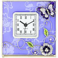 Часы настольные Сиреневая фантазияHS-22869TОригинальные настольные часы Сиреневая фантазия - это не только функциональное устройство, но и изысканный элемент декора, который впишется в любой интерьер. Часовой механизм расположен в стеклянной подставке, которая декорирована объемными элементами в виде цветов и бабочки, украшенных стразами и перламутром. Часы выполнены с шаговым ходом и секундной стрелкой. Благодаря стильному исполнению и практичности эти часы станут красивым и полезным подарком. Характеристики: Материал: стекло, металл, пластик. Размер часов: 14 см x 14 см x 5 см. Размер циферблата: 6,5 см х 6,5 см. Размер упаковки: 18 см х 7,5 см х 18 см. Производитель: Франция. Изготовитель: Китай. Артикул: HS-22869Т. Работают от 1 батарейки АА. Изысканные сувениры Jardin dEte отличаются одновременно эстетической красотой и функциональностью и создают неповторимое настроение. Стильные аксессуары вносят индивидуальность, утонченность, и изысканность не только...