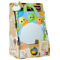 Развивающая игрушка-сумочка Yookidoo40121Развивающая игрушка-сумочка Yookidoo представляет собой яркую текстильную сумочку. На лицевой стороне сумочки расположено большое безопасное зеркало. Малыш будет с интересом смотреть на свое отражение. Также сумочка оснащена звуковыми и световыми эффектами. Два режима позволяют проигрывать спокойную мелодию для расслабления и подготовки ко сну и веселую музыку, стимулирующую малыша к игре. Также на сумке есть три плафона в виде мордочек с глазками, которые мигают огоньками. К сумочке крепятся два пластиковх колечка0прорезывателя для зубок. В комплект с сумочкой входит мягкая игрушка-погремушка, выполненная в виде симпатичного жирафа. Сумочку можно прикрепить к детской кроватке, чтобы малыш мог смотреться в зеркало и слушать музыку, а можно складывать в нее игрушки и брать их с собой на прогулку. Работает от 3 батареек 1,5V AA (входят в комплект). Детям от 1 года до 3 лет.