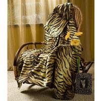 Покрывало флисовое Тигрица, 130 х 150 смПФ-37019-130-150Приятное на ощупь покрывало Тигрица имеет двусторонний рисунок. Оно добавит комнате уюта и согреет в прохладные дни. Удобный размер этого очаровательного покрывала позволит использовать его и как одеяло, и как плед. Такое теплое украшение может стать отличным подарком друзьям и близким! Характеристики: Материал: 100% полиэстер. Размер: 130 см х 150 см. Производитель: Китай. Артикул: ПФ-37019-130.
