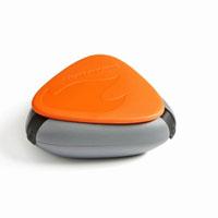 Контейнер для специй SpiceBox, цвет: оранжевый40273610Контейнер для специй SpiceBox - это компактный, водонепроницаемый и герметичный контейнер для трех видов специй (можно использовать также для медикаментов). Изготовлен из экологически безвредного материала, противоударный, не тонет в воде. Состоит из трех отделений. Чтобы высыпать часть содержимого, нужно просто отогнуть один из трех резиновых фиксаторов контейнера.