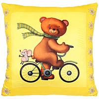 Подушка МишкаПМВ0Яркая подушка Мишка очень мягкая и приятная на ощупь, она станет прекрасным украшением интерьера детской комнаты, а также любимой игрушкой вашего малыша, так как подушка оформлена изображением симпатичного медведя на велосипеде. Эта подушка не оставит равнодушным не только ребенка, но и взрослого и станет отличным подарком для любителя оригинальных вещей.