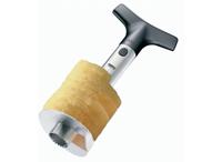 Слайсер для ананаса Affetta13500Удобный слайсер Affetta поможет вам очень быстро и без особого усилия нарезать ананас сочными кольцами. Предназначен для ананасов весом от 1,25 до 2,5 кг. Имеет компактный размер и не займет много места на кухне. Слайсер выполнен из высококачественного пластика и нержавеющей стали. Характеристики: Материал: сталь, пластик. Размер слайсера: 8,5 см х 24 см х 8,5 см. Размер упаковки: 8,5 см х 24,5 см х 8,5 см. Производитель: Германия. Артикул: 13500.