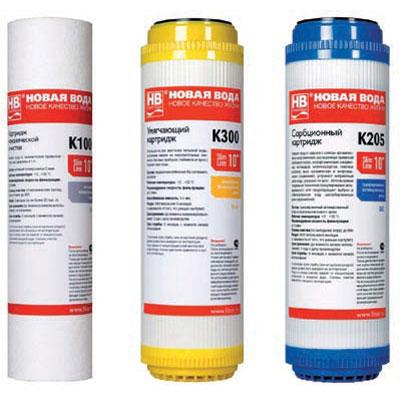 Набор сменных картриджей К603 Новая Вода для фильтров типа под мойку моделей Е300 и Е310К603Комплект картриджей К603 включает картриджи: K100, K205, K300. Для фильтров типа под мойку моделей E300 и E310. K100 - полипропилен 5 мкм. Фильтрующий картридж механической очистки для холодной воды. K205 - гранулированный активированный уголь. Сорбционный картридж для тонкой очистки воды от растворенных примесей. K300 - Ионообменная Na-катионовая смола. Умягчающий картридж для питьевой воды. Уменьшает накипь, улучшает вкус. Используются только сертифицированные и допущенные к контакту с пищевыми продуктами фильтрующие и иные компоненты. Это относится как к наполнителям фильтрующих элементов, так и к материалам и частям картриджей, с которыми соприкасается фильтруемая вода: они изготовлены из пищевых марок пластиков ABS, PP, полиуретана. Характеристики: Состав (К100): нетканый полипропилен 5 мкм. Состав (К300): пищевая ионообменная Na-катионитовая смола. Состав (К205):...