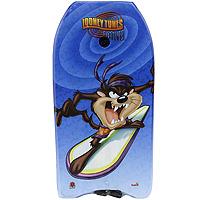 Simba Доска для плавания Looney Tunes7016433Доска для плавания Looney Tunes - прекрасный аксессуар для отдыха в воде. С помощью доски для плавания ваш ребенок быстро и без страха сможет научиться плавать и держаться на воде. Доска оформлена ярким и красочным рисунком с изображением героя мультфильмов Looney Tunes. Для безопасного нахождения в воде на доске закреплен прочный шнур, который одевается на руку ребенка. Влияние плавания на организм человека необычайно благотворно и разнообразно. Оно помогает человеку стать здоровым, сильным, ловким, выносливым. Плавание развивает и укрепляет дыхательную и сердечнососудистую системы человека, оказывает прекрасное закаливающее действие, активизирует обмен веществ. Оказывает положительное влияние на состояние центральной нервной системы: устраняется излишняя возбудимость и раздражительность, появляется уверенность в своих силах.