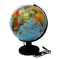 Глобус Rotondo с политической картой мира, с подсветкой. Диаметр 32 смRG32/POL/LГеографический глобус Rotondo с политической картой мира станет незаменимым атрибутом обучения не только школьника, но и студента. Глобус дает представление о политическом устройстве мира. На нем отображены линии картографической сетки, показаны границы государств, столицы государств и крупнейшие населенные пункты. Глобус имеет функцию подсветки от электрической сети. Глобус является уменьшенной и практически не искаженной моделью Земли и предназначен для использования в качестве наглядного картографического пособия, а также для украшения интерьера квартир, кабинетов и офисов. Красочность, повышенная наглядность визуального восприятия взаимосвязей, отображенных на глобусе объектов и явлений, в сочетании с простотой выполнения по нему различных измерений делают глобус доступным широкому кругу потребителей для получения разнообразной познавательной, научной и справочной информации о Земле.