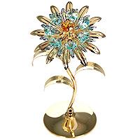 Фигурка декоративная Цветок. 6744567445Декоративная фигурка выполнена в виде цветка, оформленного кристаллами Сваровски. Фигурка будет вас радовать и достойно украсит интерьер вашего дома или офиса. Вы можете поставить украшение в любом месте, где оно будет удачно смотреться и радовать глаз. Кроме того, эта фигурка - отличный вариант подарка для ваших близких и друзей.
