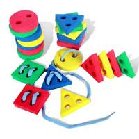 Бомик Игра-шнуровка Геометрические фигуры604Игрушка-шнуровка Геометрические фигуры - увлекательная игра для малышей! Продевая шнурочки в дырочки, расположенные на поверхности фигур, ребенок сможет собрать башенку, пирамидку или другую игрушку. В наборе три основные геометрические фигуры - квадрат, треугольник и круг. Занятия с такой игрушкой способствуют развивитию логического мышления, мелкой моторики рук, а также научат малыша аккуратности и усидчивости. Характеристики: Материал: вспененный полимер, текстиль. Размер фигуры: 4 см х 4 см х 1 см.