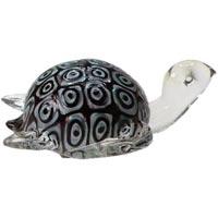 Декоративная фигурка из стекла ЧерепахаФ21-1539Декоративная фигурка, выполненная в виде черепахи, станет оригинальным украшением интерьера. Вы можете поставить фигурку в любом месте, где она будет удачно смотреться, и радовать глаз. Кроме того, декоративная фигурка - отличный вариант подарка для ваших близких и друзей. Характеристики: Материал: стекло. Размер фигурки: 12 см х 11 см х 6 см. Размер упаковки: 14 см х 13 см х 7,5 см. Производитель: Китай. Артикул: Ф21-1539.