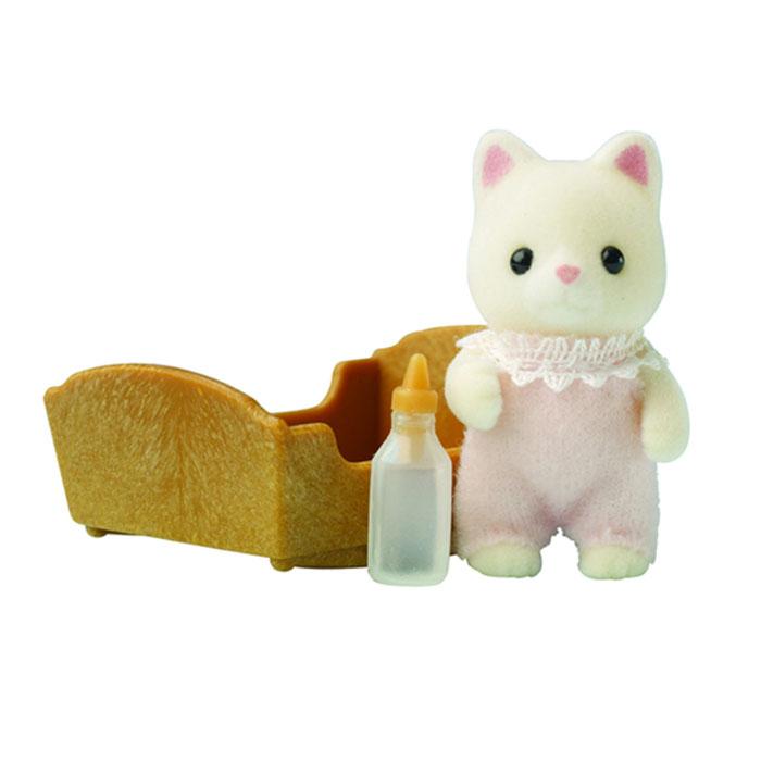 Sylvanian Families Игровой набор Малыш котенок3417Игровой набор Малыш котенок привлечет внимание вашего ребенка, он сможет придумывать для жителей чудесной страны Sylvanian Families свои истории. Симпатичный котенок еще совсем маленький, и поэтому лежит в колыбельке и пьет из бутылочки. В комплект входит фигурка котенка, бутылочка и колыбелька. Компания была основана в 1985 году, в Японии. Sylvanian Families очень популярен в Европе и Азии, и, за долгие годы существования, компания смогла добиться больших успехов. 3 года подряд в Англии бренд Sylvanian Families был признан Игрушкой Года. Сегодня у героев Sylvanian Families есть собственное шоу, полнометражный мультфильм и сеть ресторанов, работающая по всей Японии. Sylvanian Families - это целый мир маленьких жителей, объединенных общей легендой. Жители страны Sylvanian Families - это кролики, белки, медведи, лисы и многие другие. У каждого из них есть дом, в котором есть все необходимое для счастливой жизни. В городе, где живут герои,...