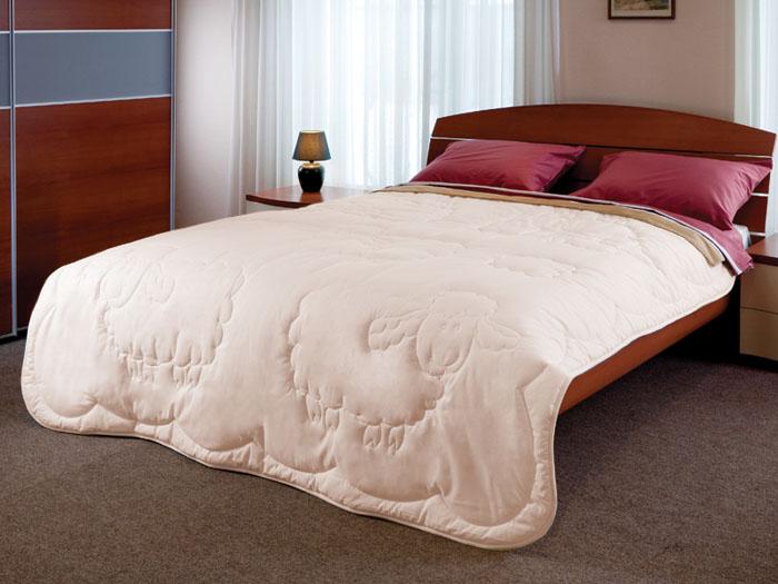 Одеяло Dolly, 172 см х 205 см120660101Натуральная хлопковая ткань и овечья шерсть - прекрасные дары природы. Именно это сочетание используется для теплого и легкого одеяла Dolly. Благотворное влияние овечьей шерсти на организм заключается в стимулировании кровообращения, в облегчении ревматических и суставных болей. Ланолин, который содержится в шерсти, препятствует старению кожи. Художественная стежка в виде овечки добавляет одеялу привлекательности.