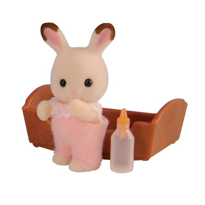 Sylvanian Families Фигурка Малыш шоколадный кролик3410Игровой набор Малыш шоколадный кролик привлечет внимание вашего ребенка, он сможет придумывать для жителей чудесной страны Sylvanian Families свои истории. Симпатичный кролик еще совсем маленький, и поэтому лежит в колыбельке и пьет из бутылочки. В комплект входит фигурка кролика, бутылочка и колыбелька. Компания была основана в 1985 году, в Японии. Sylvanian Families очень популярен в Европе и Азии, и, за долгие годы существования, компания смогла добиться больших успехов. 3 года подряд в Англии бренд Sylvanian Families был признан Игрушкой Года. Сегодня у героев Sylvanian Families есть собственное шоу, полнометражный мультфильм и сеть ресторанов, работающая по всей Японии. Sylvanian Families - это целый мир маленьких жителей, объединенных общей легендой. Жители страны Sylvanian Families - это кролики, белки, медведи, лисы и многие другие. У каждого из них есть дом, в котором есть все необходимое для счастливой жизни. В городе, где живут...