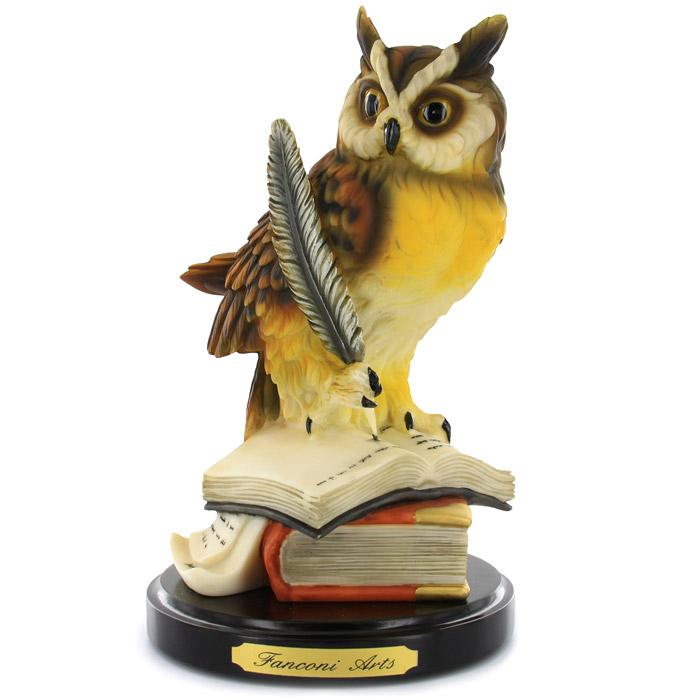 Статуэтка Сова, высота 21 смFA2885ALДекоративная статуэтка Сова, выполненная из полистоуна, станет отличным украшением интерьера и подчеркнет его изысканность. Статуэтка выполнена в виде совы сидящей на раскрытой книге. Статуэтка расположена на подставке с фирменной надписью Fanconi Arts. Такая статуэтка всегда сможет послужить приятным подарком для ваших друзей и близких.