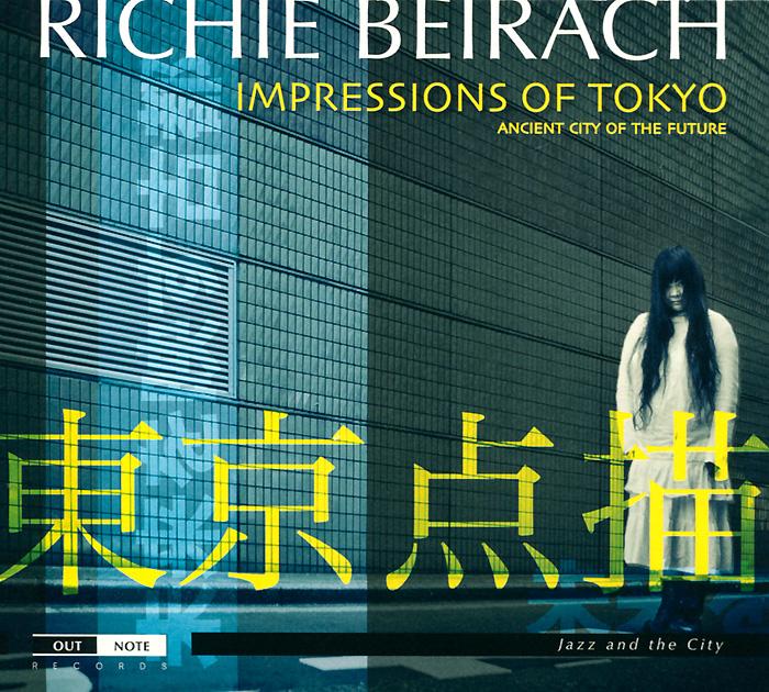 Издание содержит 16-страничный буклет с фотографиями и дополнительной информацией на английском и французском языках.