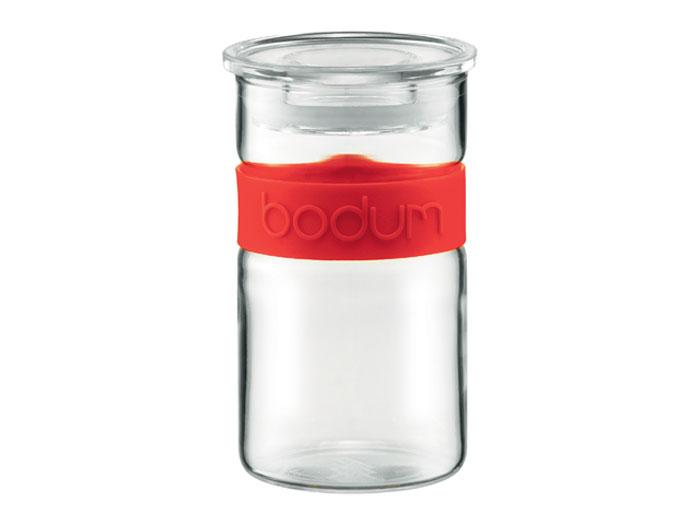 Банка для хранения Presso, цвет: красный, 0,25 л11128-294Банка для хранения Presso изготовлена из прозрачного стекла, обхват из приятного на ощупь силикона. Стеклянная посуда не впитывает запахов продуктов и очень удобна в использовании. Все вещи, входящие в обновленную коллекцию Presso, сделаны с использованием двух современных материалов – силикона и боросиликатного стекла. Оба эти материала выдерживают нагрев до очень высоких температур и приспособлены для мытья в посудомоечной машине.